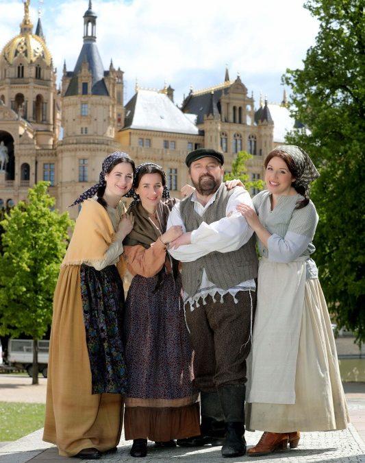 """Schlossfestspiele Schwerin 2019 mit """"Anatevka"""" und """"Cyrano de Bergerac"""""""