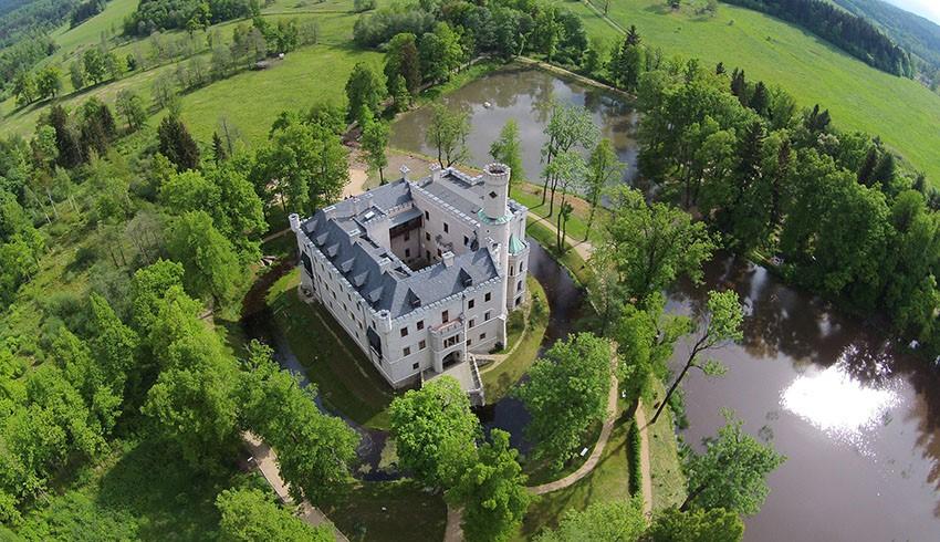 Neue Quelle im Park von Schloss Fischbach entdeckt