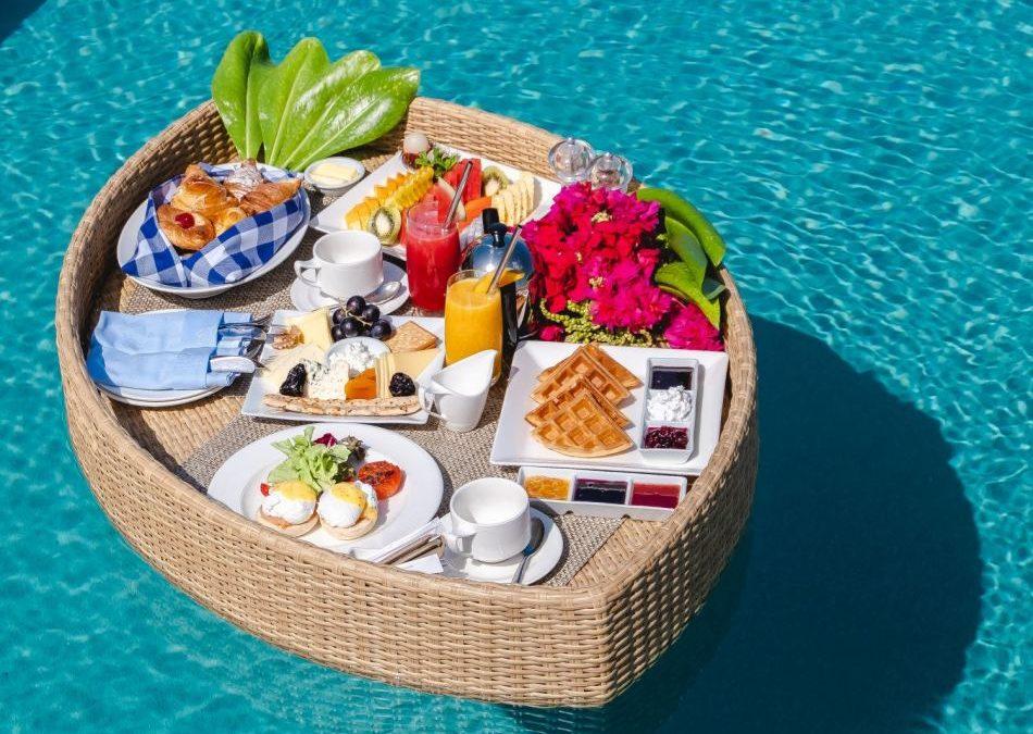 Frühstück im privaten Pool auf den Malediven