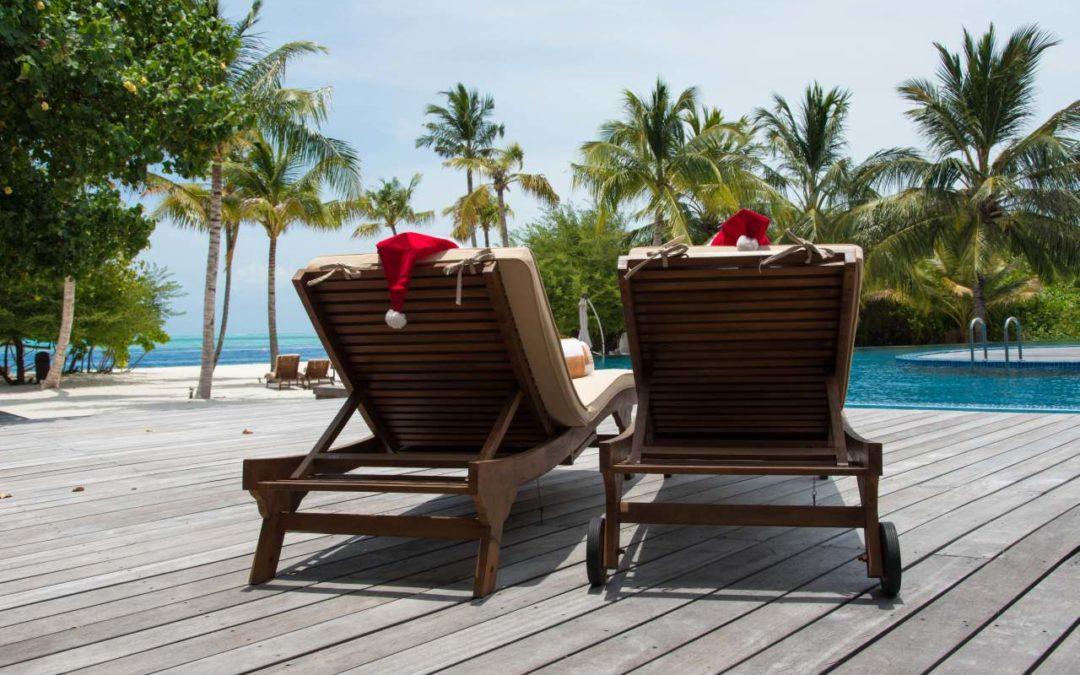 Malediven: Weihnachtliche Lichterketten im Hideaway Beach Resort & Spa