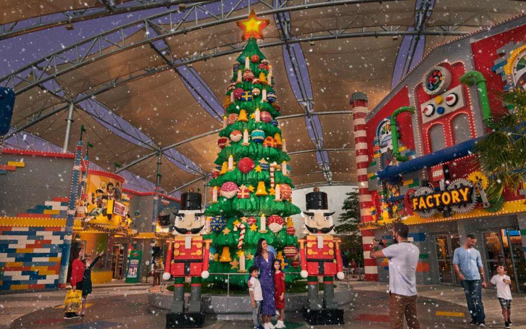 Dubai: Zehn Meter hoher Weihnachtsbaum aus Legosteinen