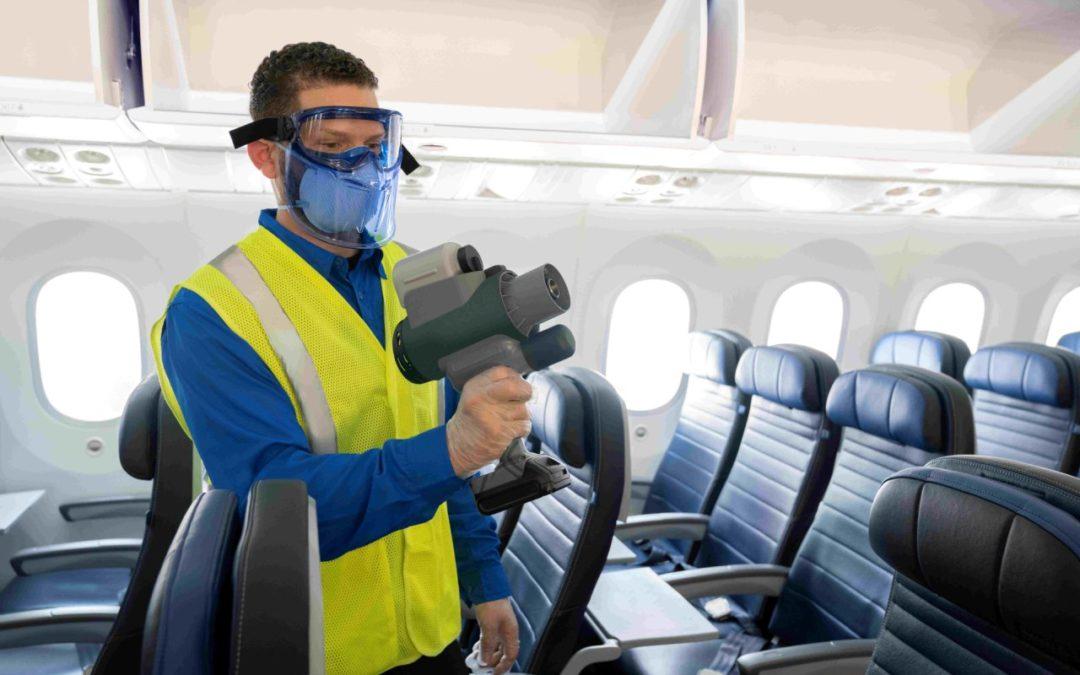 United Airlines desinfiziert Innenkabinen durch elektrostatische Reinigung