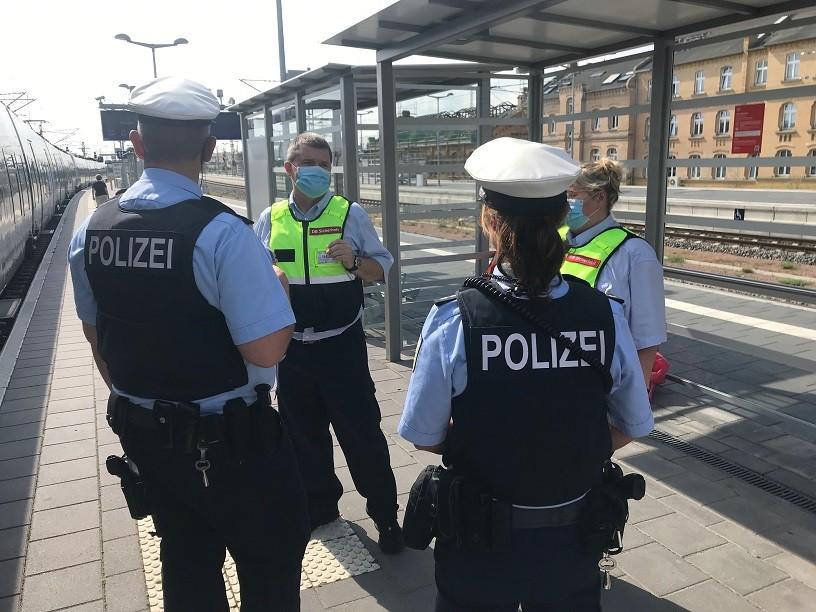Bahn kontrolliert Einhaltung der Maskenpflicht mit Polizeihilfe